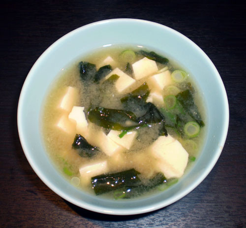 Miso soup with tofu and wakame » Miso soup with tofu and wakame